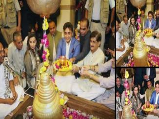 Bilawal performed few rituals and interacted with Hindu community during his visit to the temple.