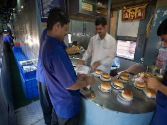 Ministry of Railways undertakes improves Catering Services, know all