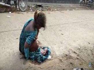 Video: 17 years Jharkhand girl forced to give Birth on the Road in India