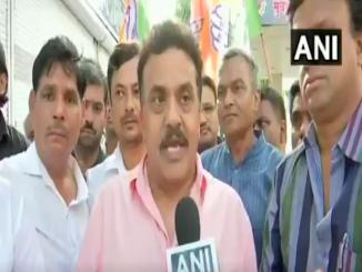 Video: Sanjay Nirupam compares governer Vajubhai Vala to a dog