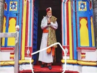 Did PM Narendra Modi wear shoes at Kedarnath?